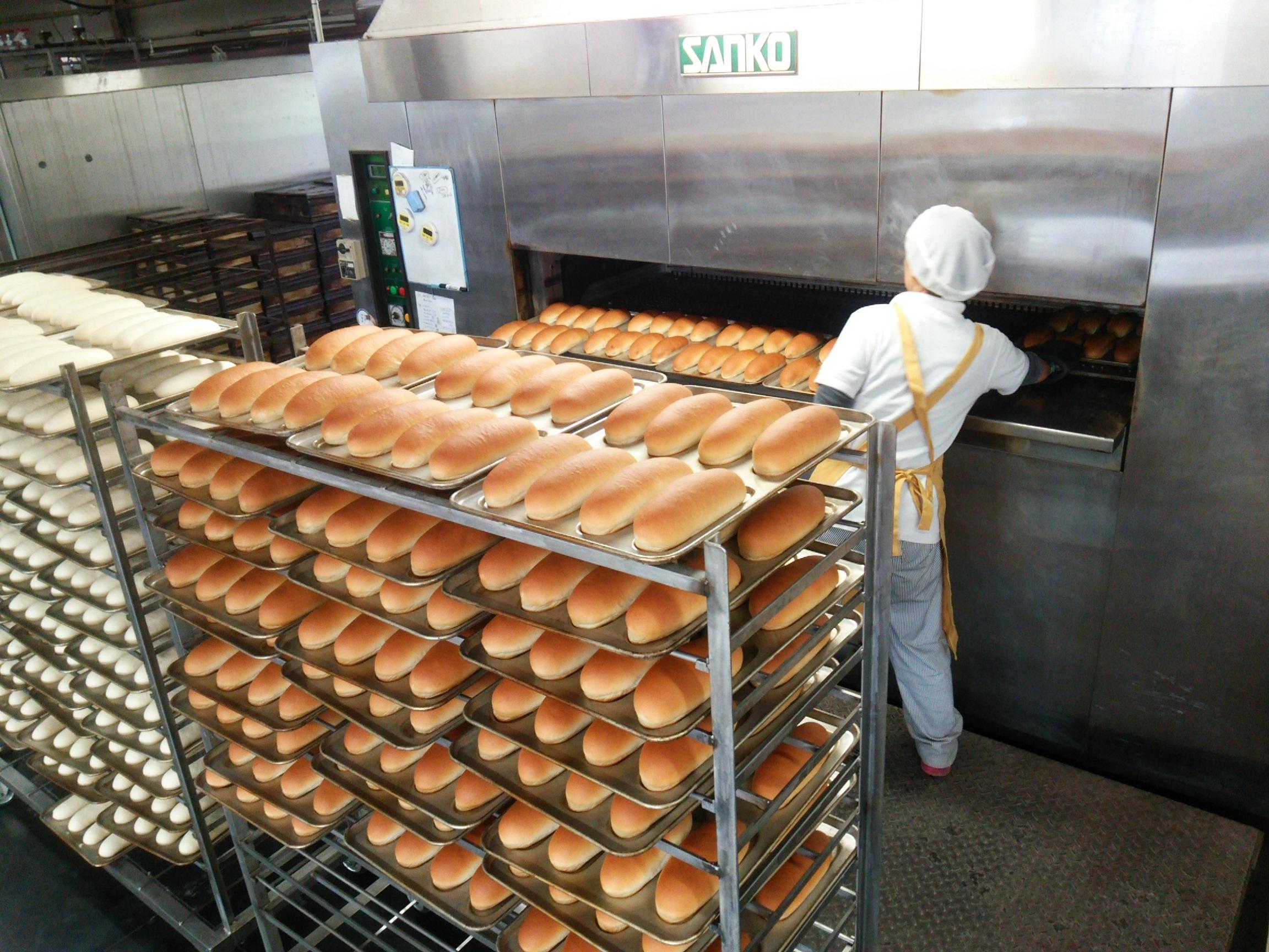 つるやパン本店・まるい食パン専門店GW休まず営業いたします。